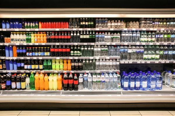Verschiedene Getraenke in einem Supermarkt