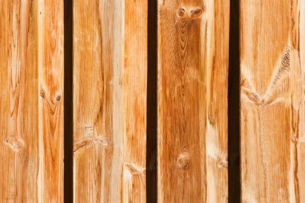 Senkrechte Holzbretter
