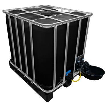1000l IBC Wassertank in SCHWARZ auf Kunststoffpalette mit Tränkebecken
