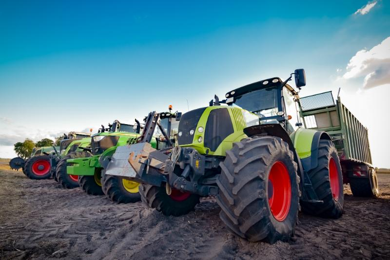 Traktoren und Ladewagen
