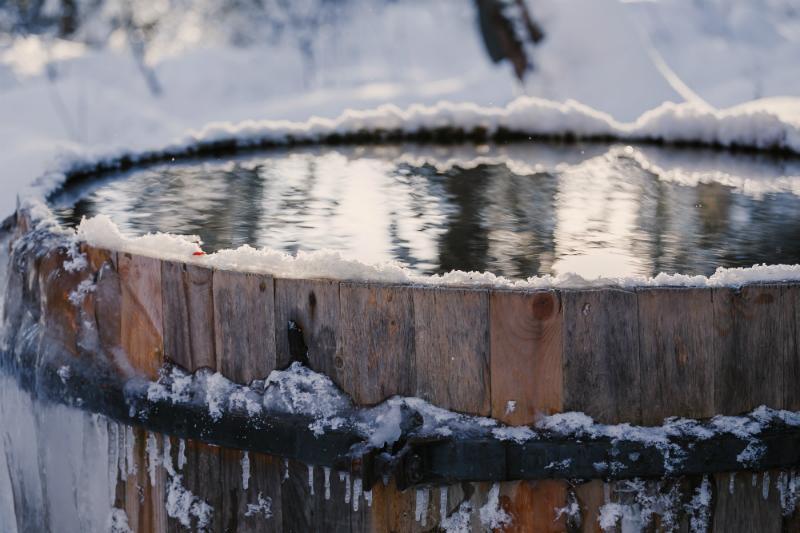 Regenfass im Winter