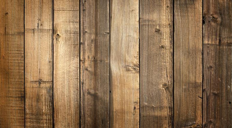 Holzlatten zur Verzierung eines IBCs