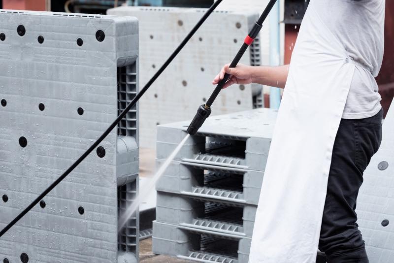 europalette-kunststoff-reinigung-hochdruckreiniger