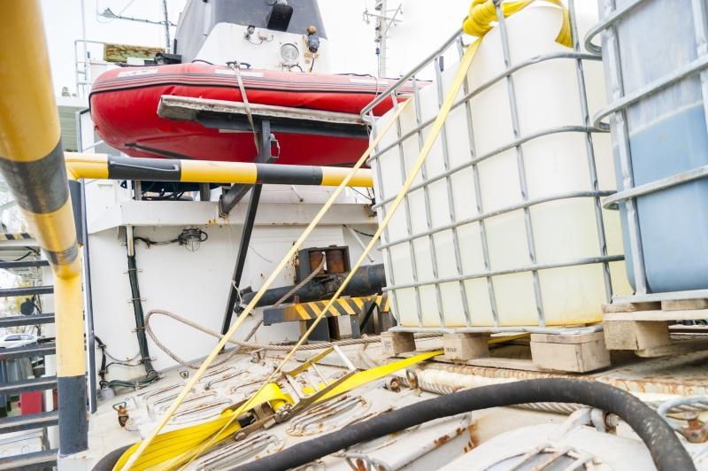 IBC Container auf einem Schiff