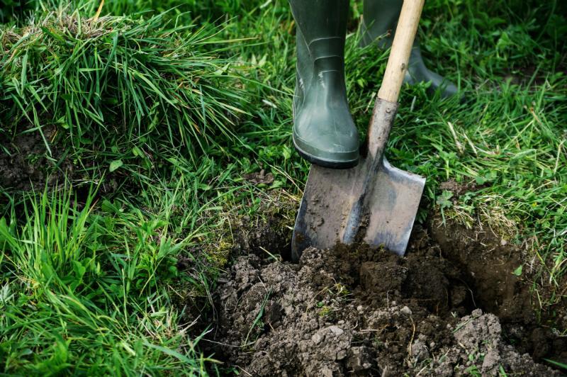 Gibt es Regentonnen für den Erdeinbau?