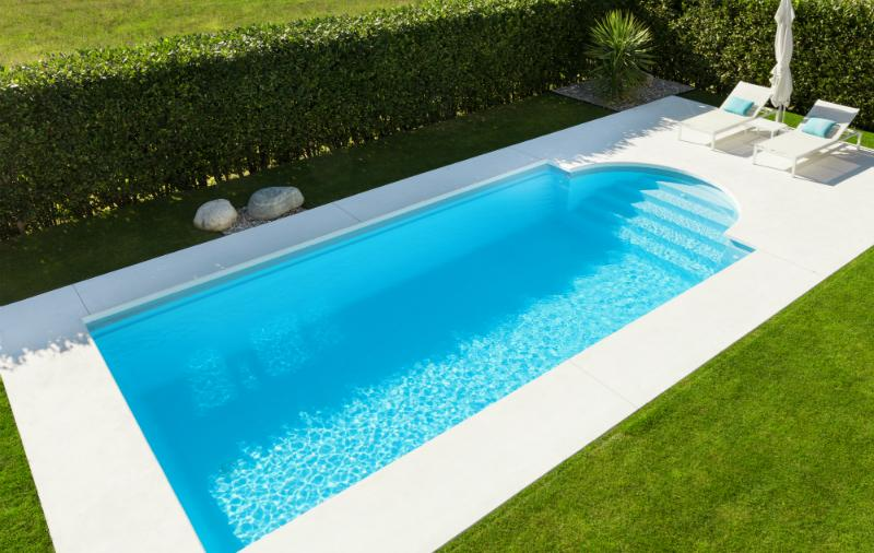 Ein Pool im eigenen Garten ist eine kleine Erholungsoase vom Alltag - solange die Poolpflege stimmt