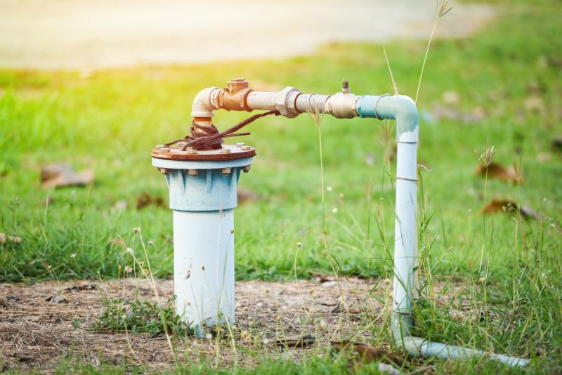 Nutzwasserbrunnen mit Rohrleitung