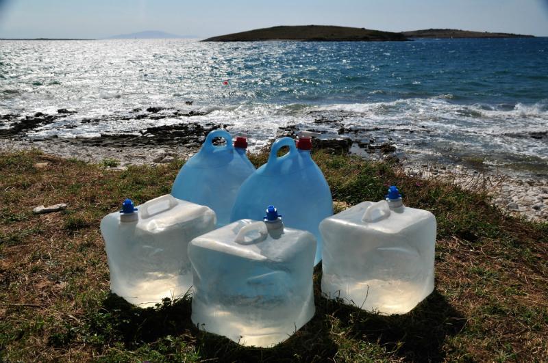 Kanister für Nutzwasser oder Trinkwasser beim Campen