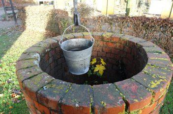 Klassischer Brunnen - Bewässerung ohne Strom und Wasseranschluss