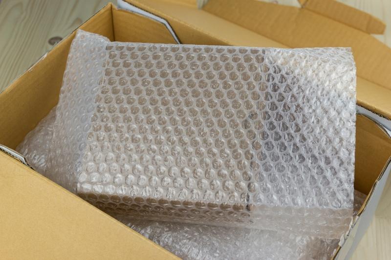 Luftpolsterverpackung in einem kleinen Paket