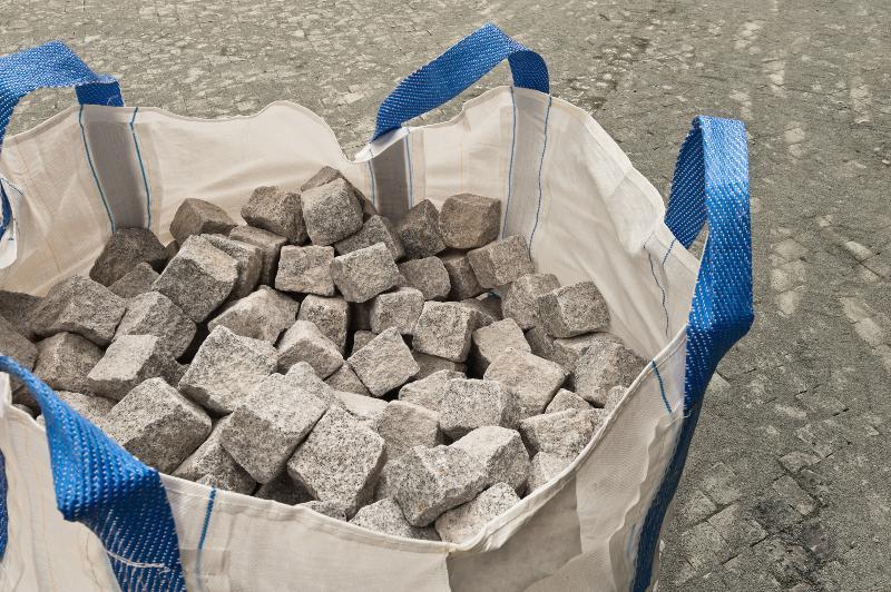 Flexibler IBC (Bigbag) gefüllt mit Steinen