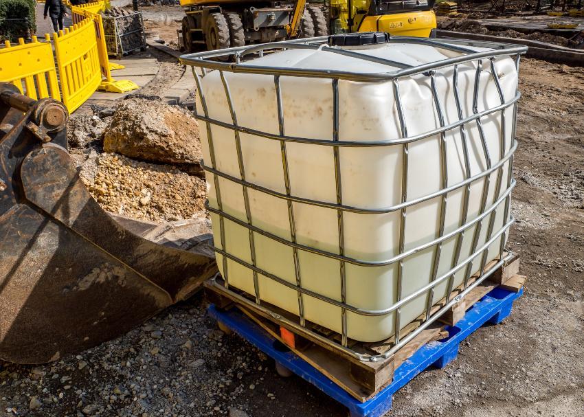 Defekter IBC Container - hier ist Rebottling oder Rekonditionierung nicht mehr sinnvoll