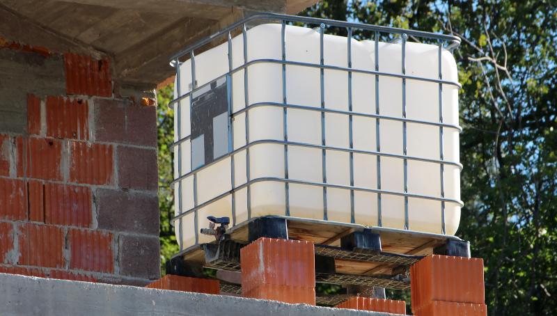 IBC Container als Wasserversorgung auf der Baustelle
