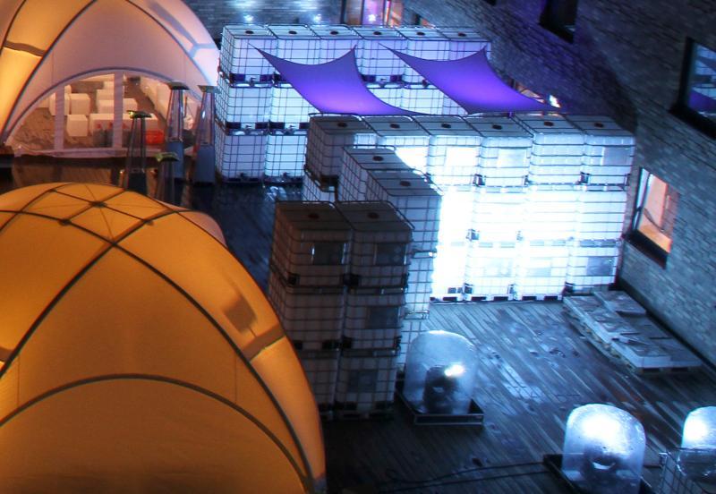 IBC Container mit Beleuchtung - Beleuchteter Partytisch aus IBCs