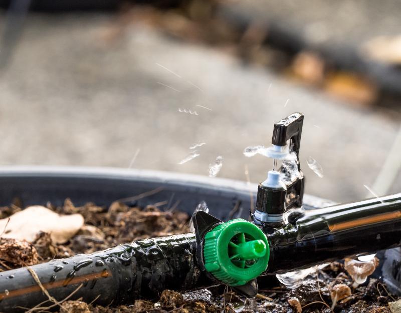 Nahaufnahme Gartenbewässerungssystem