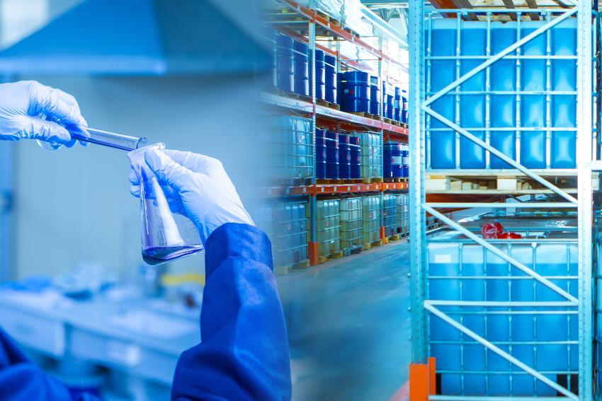 Gefahrstoff in Reagenzglas,; im Hintergrund IBC Container