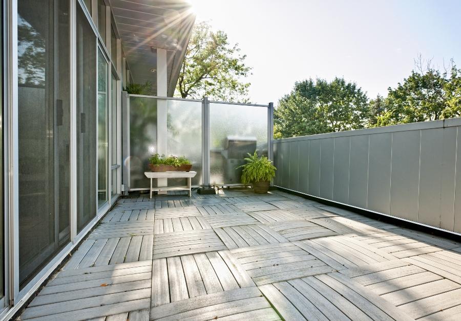 balkon-platz kleine-hochbeete-fuer-balkon-und-terrasse