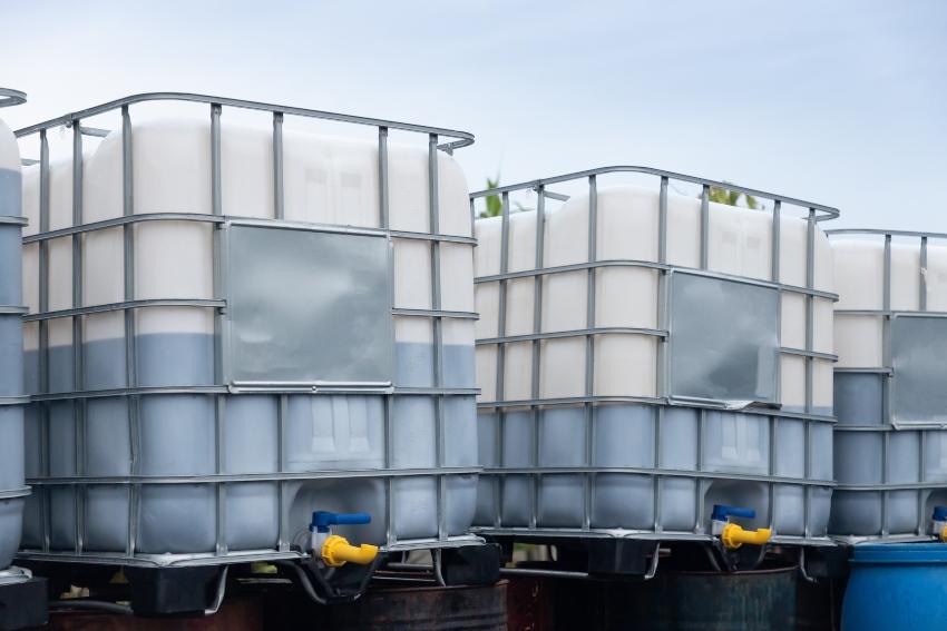 IBC Container mit Flüssigkeiten - Prüfungen an Großpackmitteln