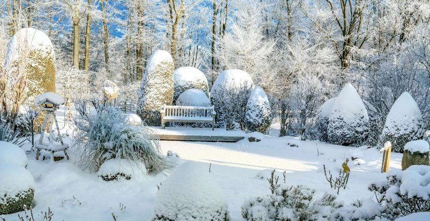 Garten im Winter - eine Winterentleerung ist bei Wasserleitungen notwendig