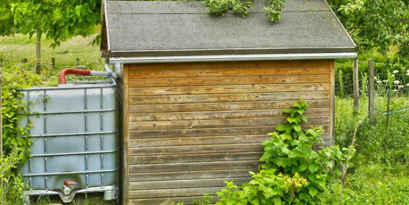IBC mit Gartenhaus - Absperrhahn für die Gartenbewässerung
