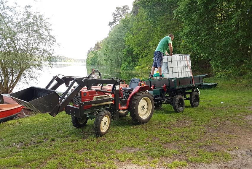 IBC auf Anhänger eines Traktors - IBC Container für 600 Liter bis 1250 Liter
