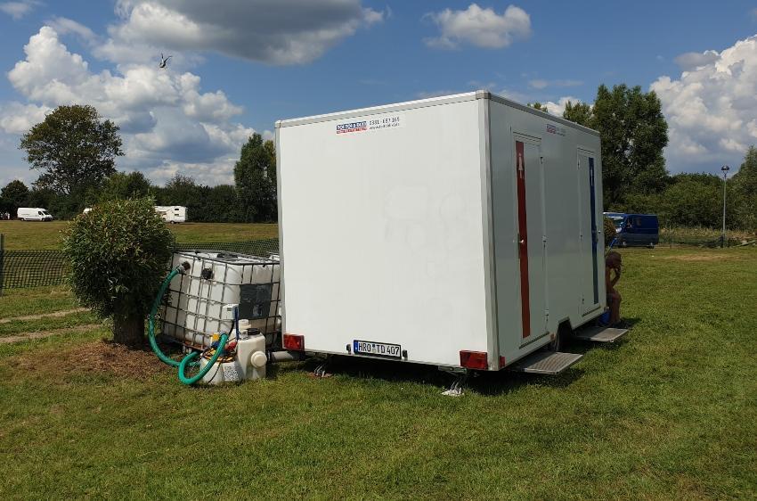 IBC Container neben einem LKW, IBC Container für 600 Liter