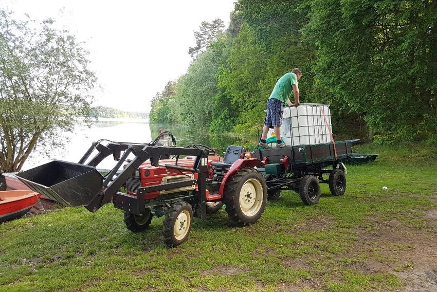 800 Liter IBC auf Anhänger
