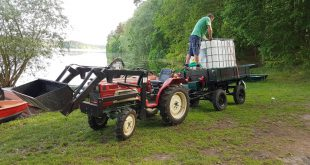 Traktor mit IBC - Bewässerung ohne Strom