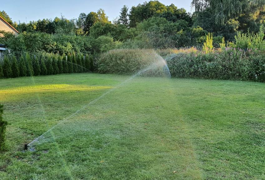 Moderner Rasensprenger - Bewässerung im Smart Garden