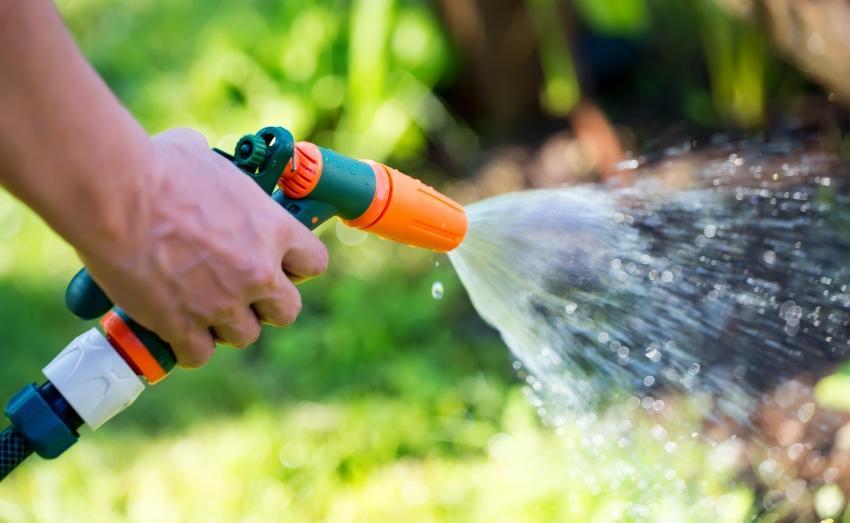 Gartenschlauch für Gartnebewässerung - Wasserdruck im IBC für ausreichenden Durchfluss