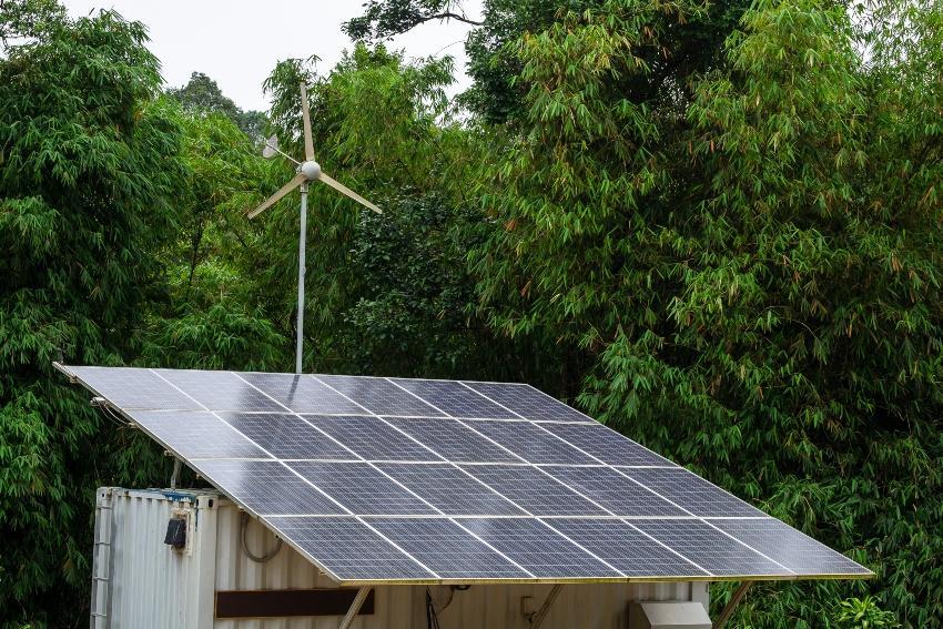 Windgenerator und Photovoltaik-Anlage