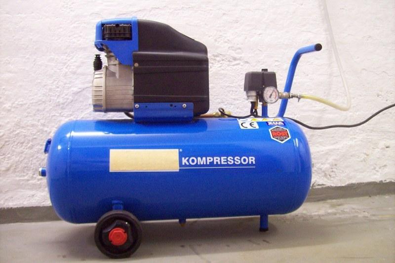 Elektrischer Kompressor zur Druckluftherstellung - Bewässerungsanlage einwintern nach Entleerung